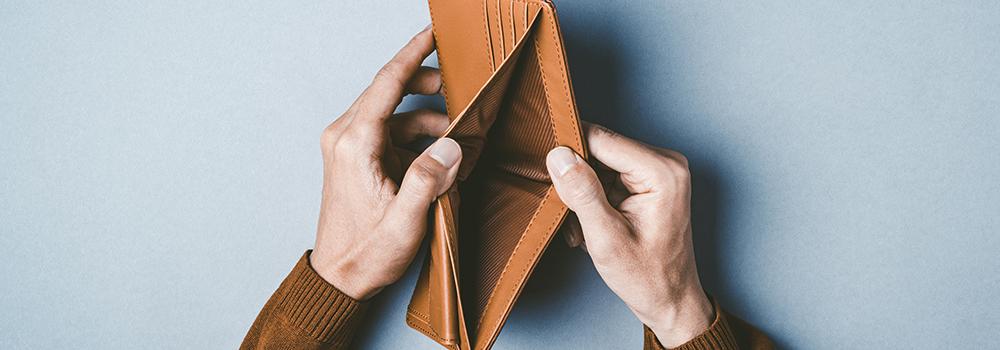 痛い出費で空になる財布